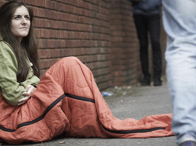 Teen-sleeping-on-street-670x500